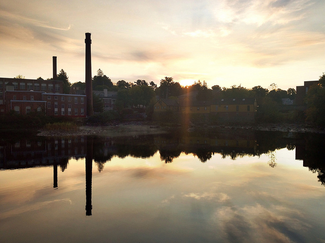 Exeter is an old mill town, nestled where the Exeter River meets the Squamscott River. Just a few miles from the seacoast, the town has beautiful waterways.