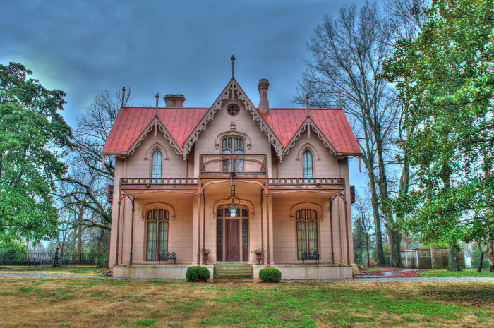 During the Civil War, Coxe personally invited General Grant into his home. Grant accepted and used Airliewood as his headquarters until January 1863.
