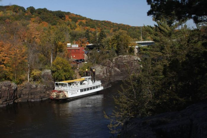 Each scenic tour lasts either 45 or 80 minutes. As you glide past the rocky bluffs, your boat captain will point out the river's most interesting formations.