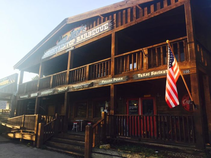 For a casual yet delicious meal, dine at Mad Jack's Mountaintop Barbecue. If you're hungry after hiking, order the massive DINO ribs, or else sample the brisket.