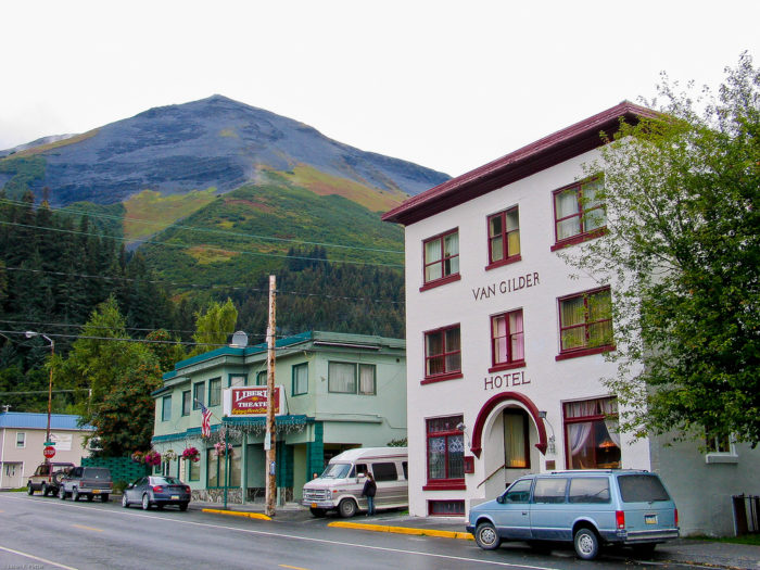 If one day isn't enough for you to enjoy the splendor of Seward, stay the night in one of Seward's many lodging options.