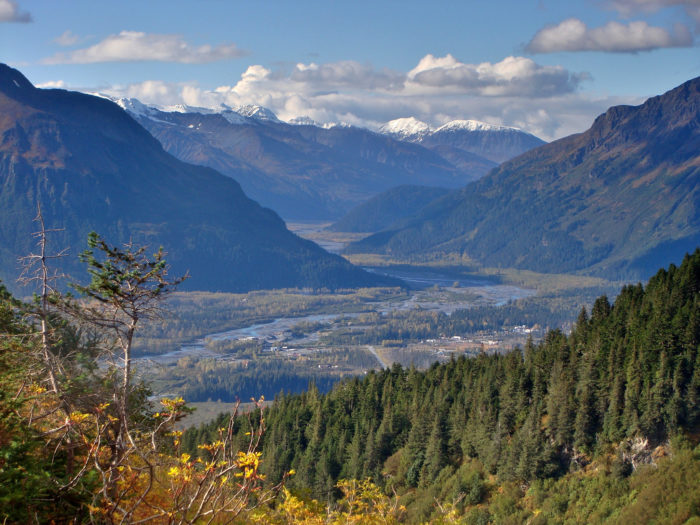 This town is known for its non-stop tourism action during the summer months, but we think that autumn season is Seward's best kept secret.