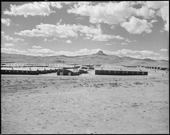 Heart_Mountain_Relocation_Center,_Heart_Mountain,_Wyoming._Looking_west_over_the_Heart_Mountain_Rel_._._._-_NARA_-_538782