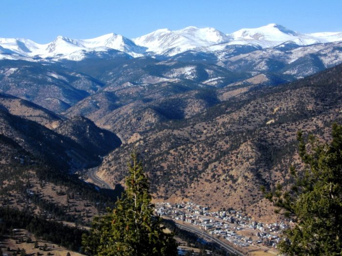 What makes this somewhat tiny town stand out from all the others? In addition to its stunning surroundings, Idaho Springs is chock full of fun things to see and do, perfect for a weekend day out!
