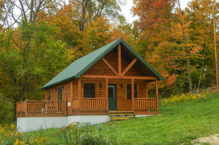 12 cozy cabin getaways in ohio to rent this fall for Lake cabins for rent in massachusetts