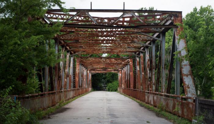 10. Green Light Road Ghost Bridge, Winnsboro