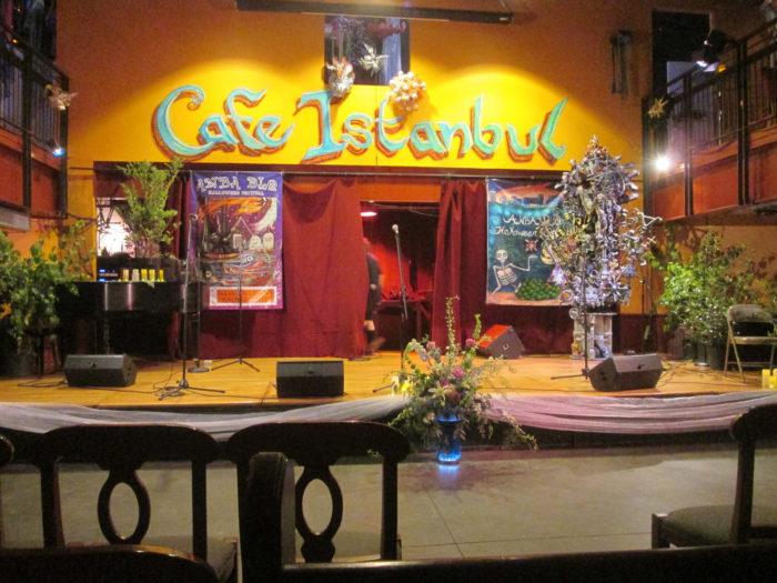 1. Anba Dlo, Café Istanbul