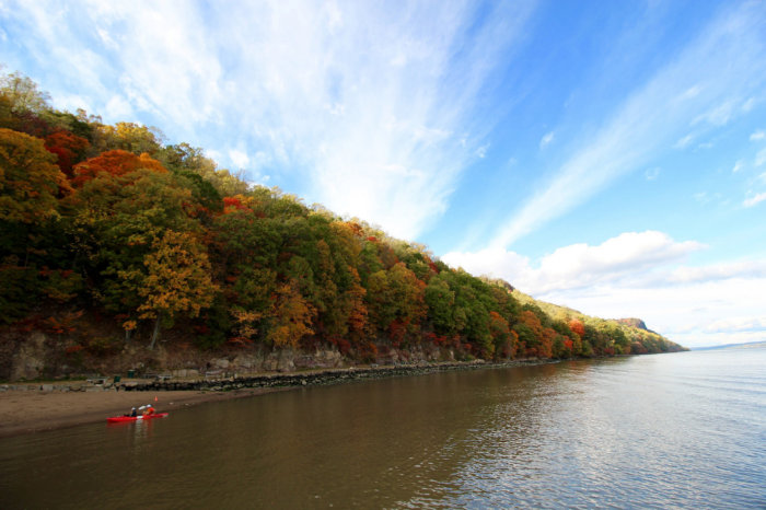 Stop at the Englewood or Alpine Boat Basins for waterfront views. You can even pack a picnic!