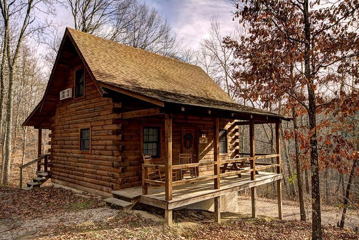 12 cozy cabin getaways in ohio to rent this fall for Eagles ridge log cabin