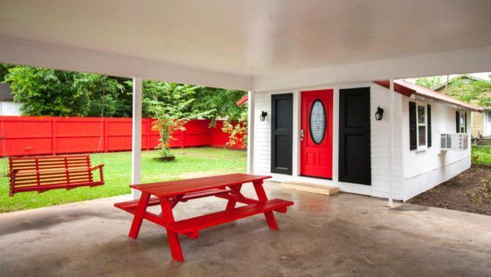 2) Cabin on the Crest Cajun Hostel, Lafayette