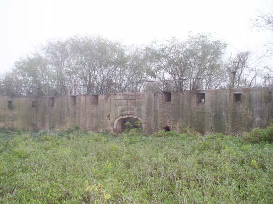 castle-pinckney-sally-port