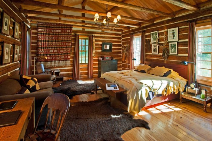 """As per their website, Major Ross is a """"Dunton original. Close to the source of the hot springs and just steps away from the Saloon. This cabin was built in the mid 1800s and is now beautifully restored and very comfortable for two people. Great views!"""""""