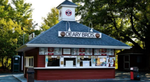 11 Unassuming Restaurants To Add To Your Connecticut Dining Bucket List