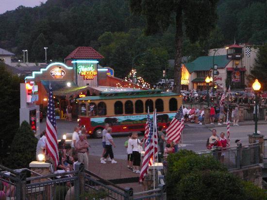 gatlinburg-trolley-july