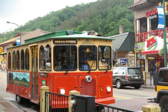 gatlinburg-trolley