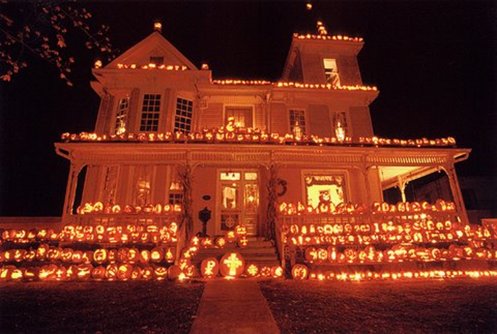 the pumpkin house in west virginia is magical