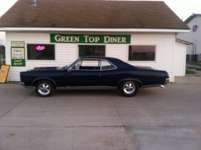 10. Green Top Diner, Friend