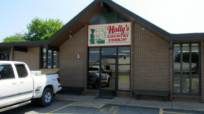6. Holly's Country Cooking (Conway)