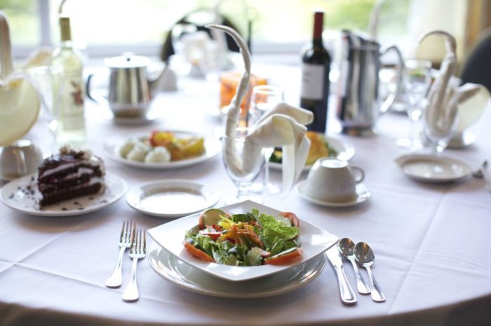 No need to leave and get food, the resort has a dining room that will knock the socks right off of you. With American, European, Kosher and Asian Fusion dishes, you'll love taking the time to try a bit of everything.