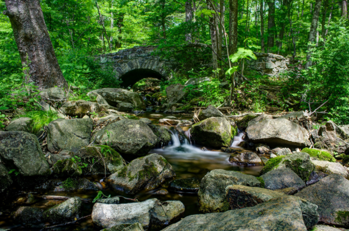 It offers rushing rapids, a variety of cascades, lush greenery and giant boulders.