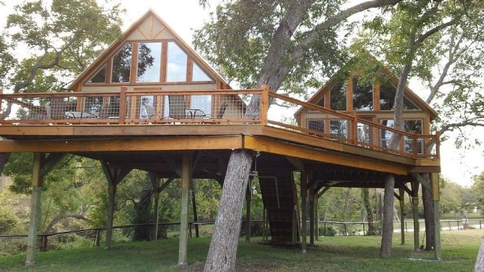 7. Singing Cloud Cabin (New Braunfels)