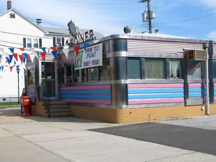 1. Salem Oak Diner, 113 W Broadway, Salem