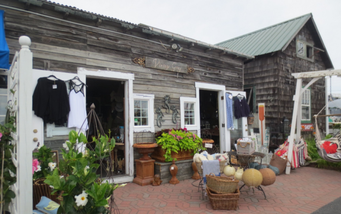 Choose from clothing boutiques, home decor shops, jewelry stores, studios, galleries and several dining options.