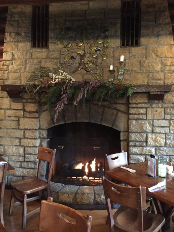 You Can Eat By A Cozy Fire At These 11 Illinois Restaurants