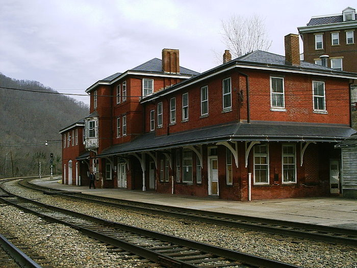Everyone should visit the historic railroad town of hinton for Old house tracks