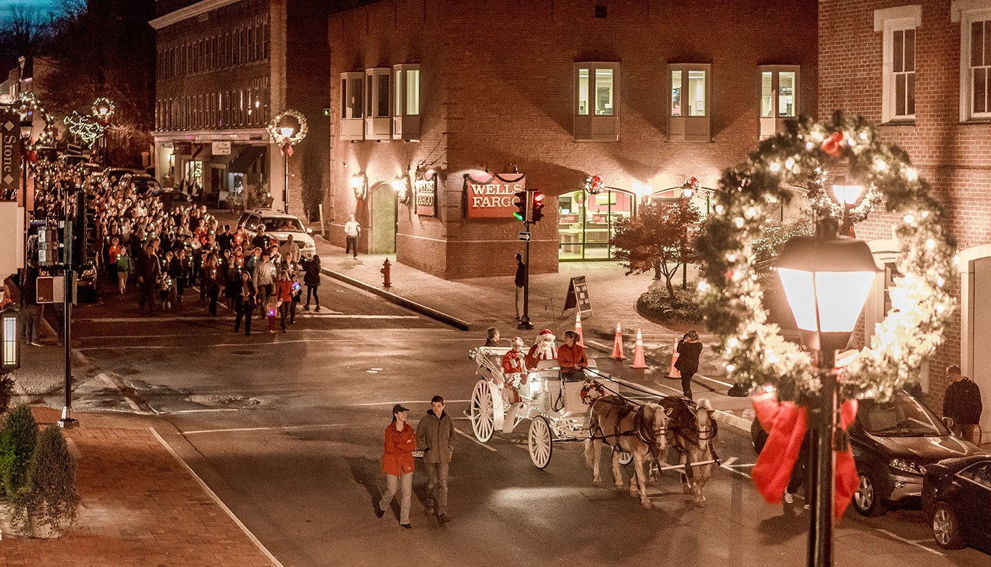 The 10 Most Enchanting Christmas Towns In Virginia
