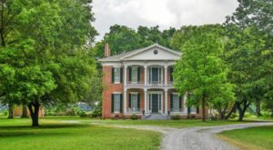 This Historic Mississippi Mansion Is Too Impressive For Words