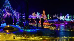 11 Christmas Light Displays In Maine That Are Pure Magic