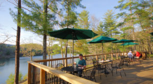 The Lakeview Restaurant In Virginia That's Simply Unforgettable