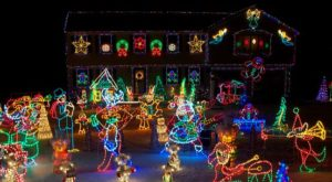 8 Christmas Light Displays In New Hampshire That Are Pure Magic