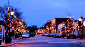 Here Are The 11 Most Enchanting, Magical Christmas Towns In Illinois