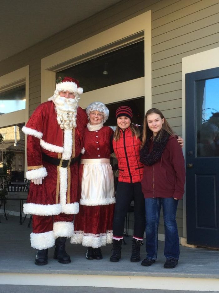 10 Best Christmas Towns In Wisconsin 2016