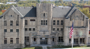 A Tour Of This Haunted Prison In Missouri Is Not For The Faint Of Heart