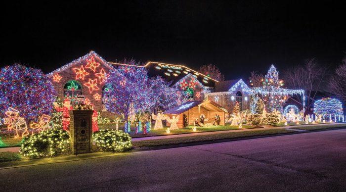 Wonderful Christmas Lights In The Stonegate Neighborhood   Owensboro, KY 42303.