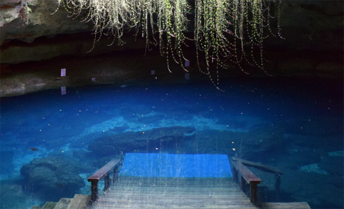 This Incredible Swimming Hole In Florida Is Unlike