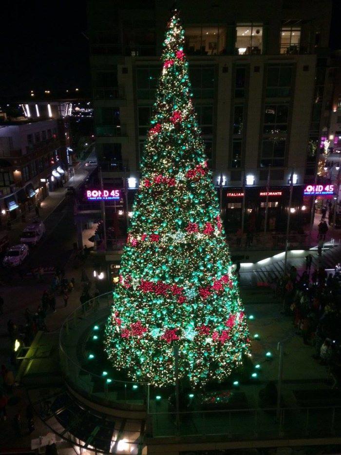 National Harbor MD & 13 Best Christmas Towns Near Washington DC 2016