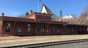 The Train-Themed Restaurant In Pennsylvania That Will Make You Feel Like A Kid Again