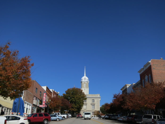 7 Main Streets In Tennessee That Are Pure Magic During