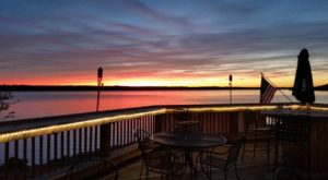 The Lakeside Restaurant In Kansas That's Like Something From A Dream