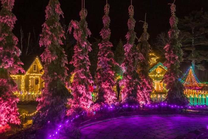 This Christmas Display In Maine Will Absolutely Fill You