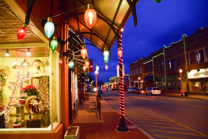 Here Are The 14 Most Magical Christmas Towns In Arkansas