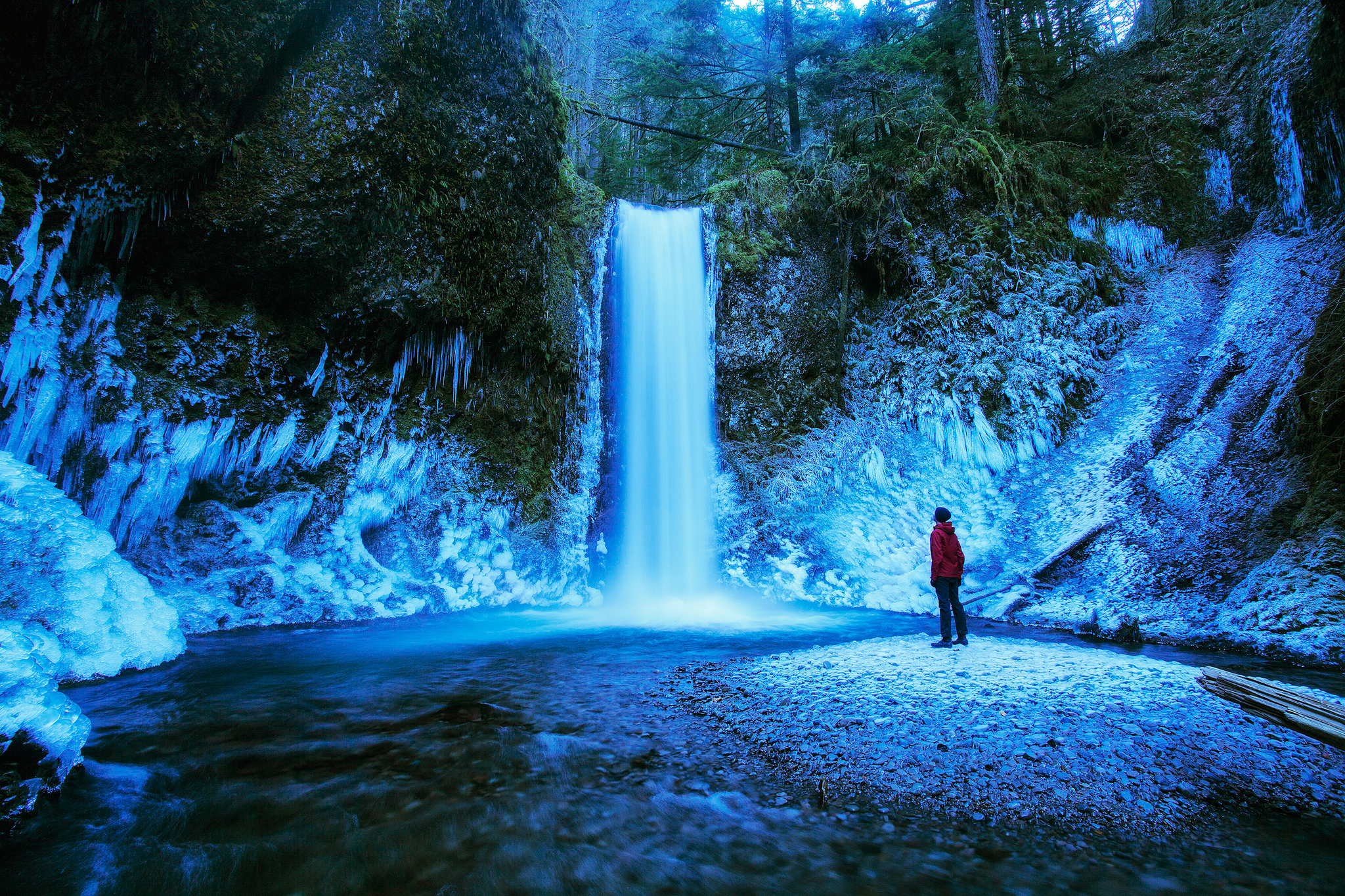 The 9 Best Frozen Waterfalls In Oregon To Visit This Winter
