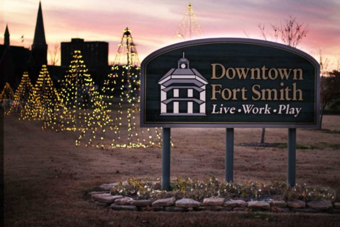 9 Main Streets In Arkansas That Are Magic During Christmastime