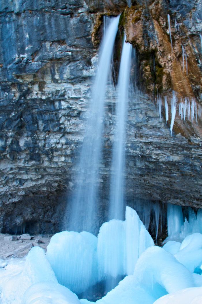 10 Best Frozen Waterfalls Around Denver