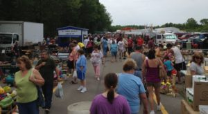 Everyone In Cleveland Should Visit This Epic Flea Market At Least Once