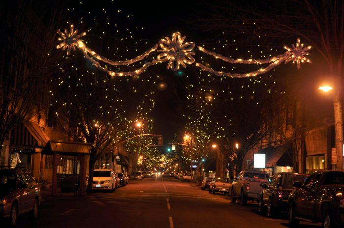 8 Best Christmas Main Streets In Oregon 2016